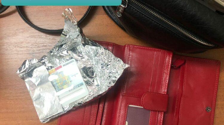Acte de identitate false, depistate în portmoneul unei femei din Moldova. Erau învelite în folie de aluminiu