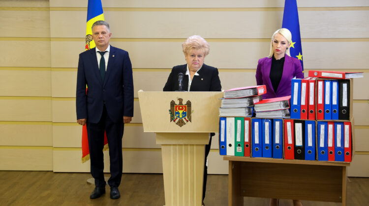 """Partidul """"ȘOR"""" insistă asupra adoptării legii privind crearea farmaciilor sociale, la sate"""