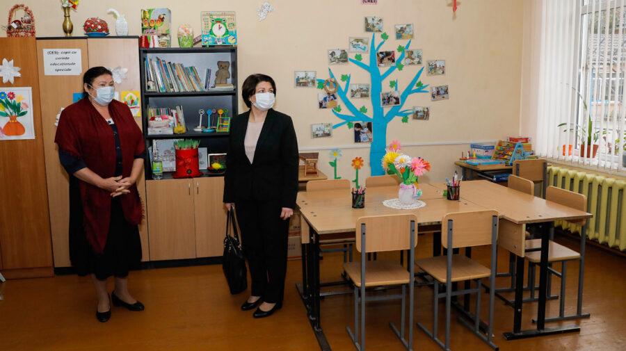 Natalia Gavrilița a mers astăzi în satul Ustia, raionul Dubăsari! A vizitat și gimnaziul din localitate. De ce?