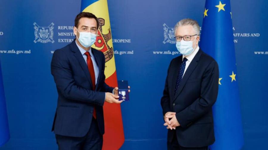 FOTO Un ambasador străin, în vizită la ministrul de Externe! Popescu i-a oferit și un cadou deosebit