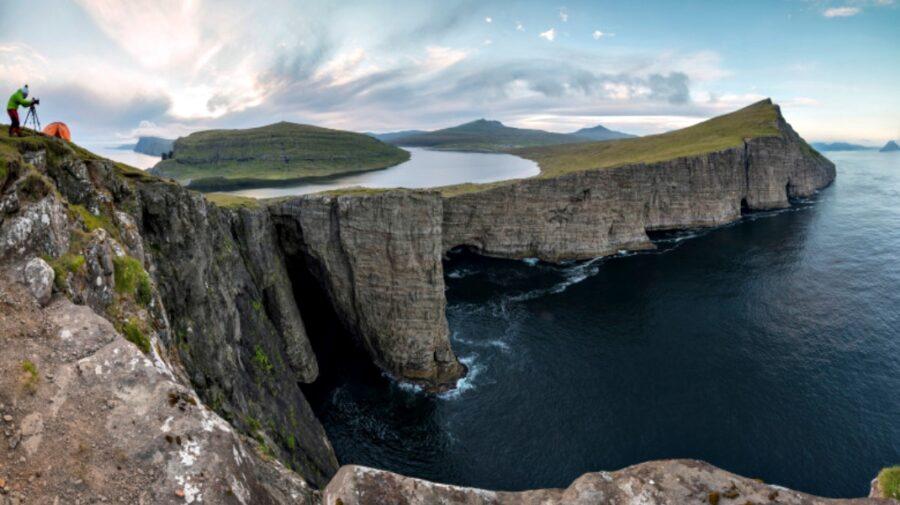 """""""Lacul de deasupra oceanului"""". Explicația pentru acest fenomen spectaculos din Insulele Feroe"""