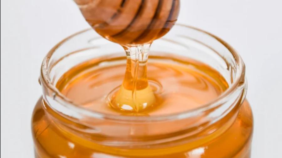 ȘAPTE beneficii ale mierii! Consumă zilnic o linguriță de miere pe stomacul gol și vei vedea efectele spectaculoase