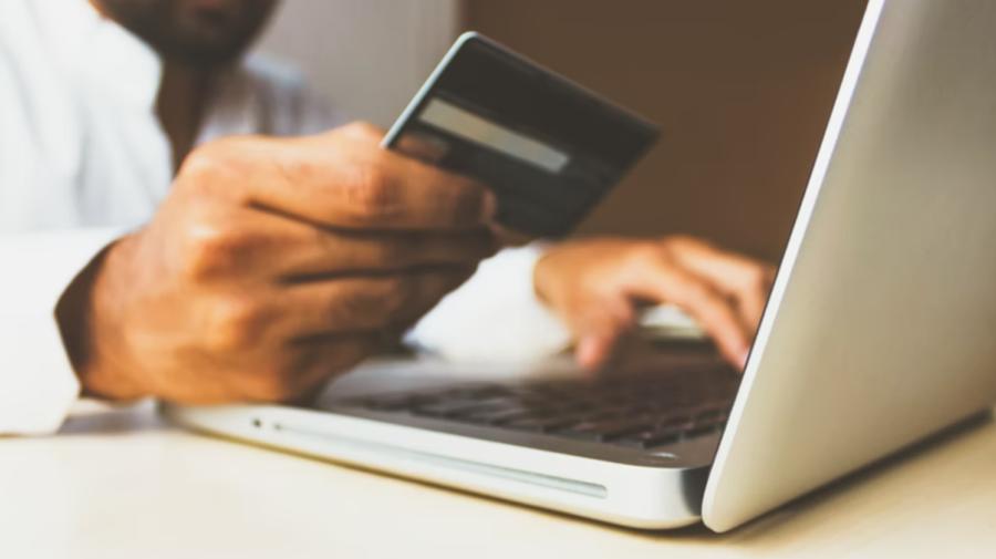 Cumpărăturile online, tot mai populare în rândul moldovenilor. În mai puţin de doi ani, numărul vânzărilor s-a dublat