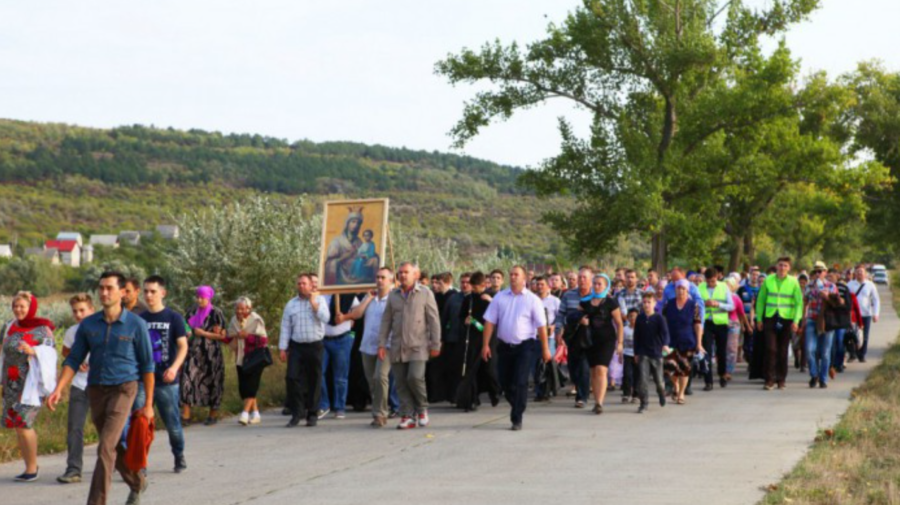 Mitropolia Moldovei a uitat de COVID-19? Invită oamenii să participe la un pelerinaj și să meargă cot la cot 16 km
