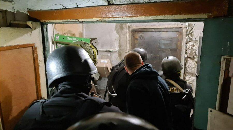 """FOTO Ultima Oră! Luare de ostatici într-un apartament din Capitală. Angajații """"Fulger"""" au intervenit în forță"""