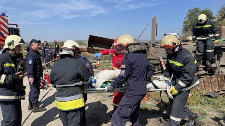 FOTO, VIDEO Angajații IGSU în ALERTĂ! Au efectuat acțiuni de salvare și deblocare din fiarele autovehiculelor avariate