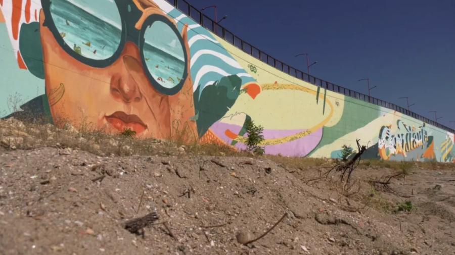 FOTO Vezi cum arată cea mai mare pictură murală din lume. Se află în România și are capacitatea de a filtra aerul