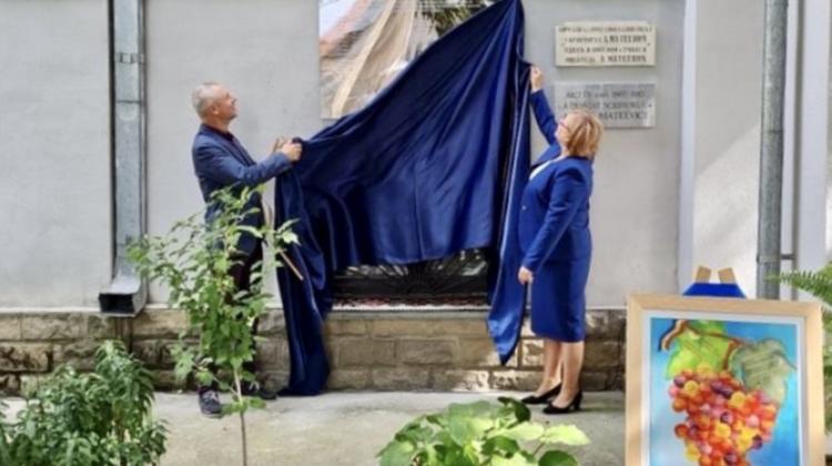 În onoarea a 66 de intelectuali care au semnat pentru limbă și alfabet, a fost dezvelită o placă memorială