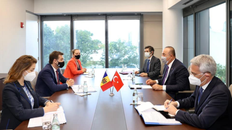 Ministrul de Externe de la Chișinău, la aceeași masă la New York, cu omologul de la Ankara. I-a lansat o invitație
