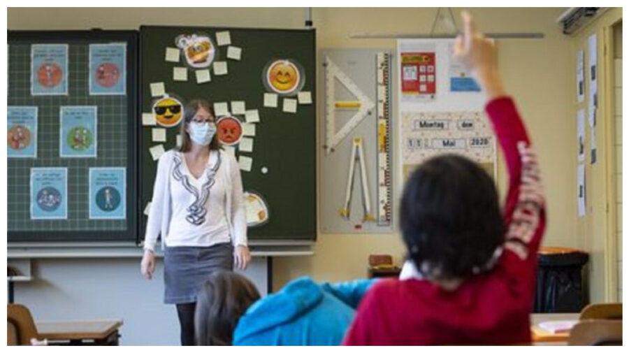PSRM spune că profesorii riscă să rămână fără salarii pe două luni. Reacția Ministerului Educației se lasă așteptată
