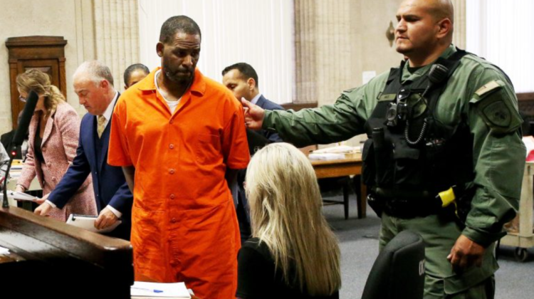 Starul american R. Kelly, găsit vinovat de trafic de persoane. Artistul riscă ani grei de pușcărie