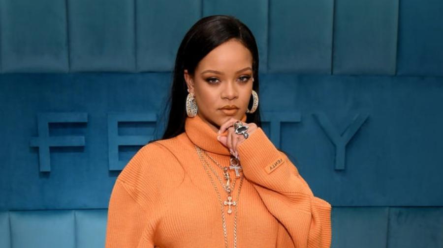 O miliardară își permite orice! Cum arată haina extravagntă pe care Rihanna a dat aproape 10.000 de dolari