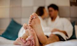 Un articol +18. FOTO cu poziții sexuale și explicații pentru cei care vor, dar nu știu cum să mai diversifice relația