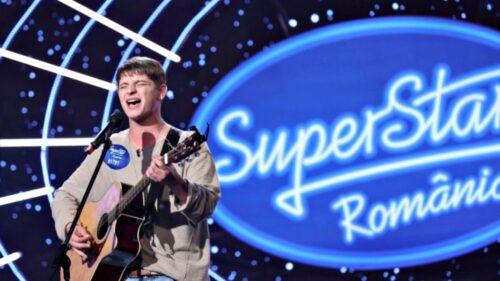 """VIDEO Povestea emoționantă a moldoveanului Andrei de la """"SuperStar"""". A învățat singur să cânte la chitară!"""