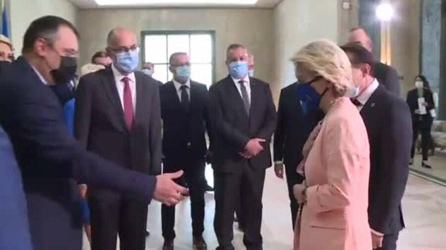"""VIDEO Moment amuzant! Ursula von der Leyen a refuzat să dea mâna cu un fost ministru din România: """"I'm sorry"""""""