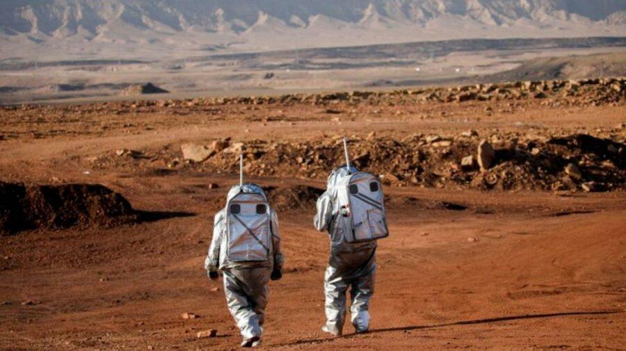 Într-un crater din Israel, șase oameni trăiesc ca și când ar fi pe Marte