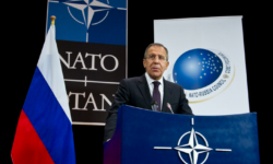 Serghei Lavrov: Rusia suspendă din noiembrie activitatea misiunii permanente la NATO