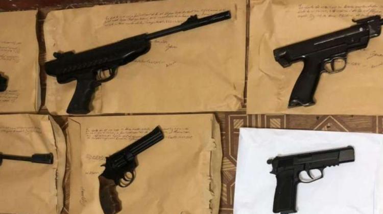 """VIDEO Arme deținute ilegal, """"pregătite"""" pentru vânzare. Planurile n-au mers ca la carte. De ce"""