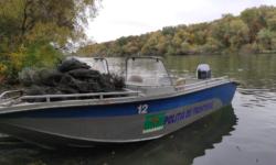 VIDEO Ustensile destinate pescuitului interzis, depistate în apele de frontieră. Poliția caută răufăcătorii