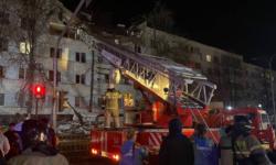 VIDEO O scurgere de gaze a provocat o explozie puternică într-un bloc din Rusia. Acoperișul clădirii s-a prăbușit