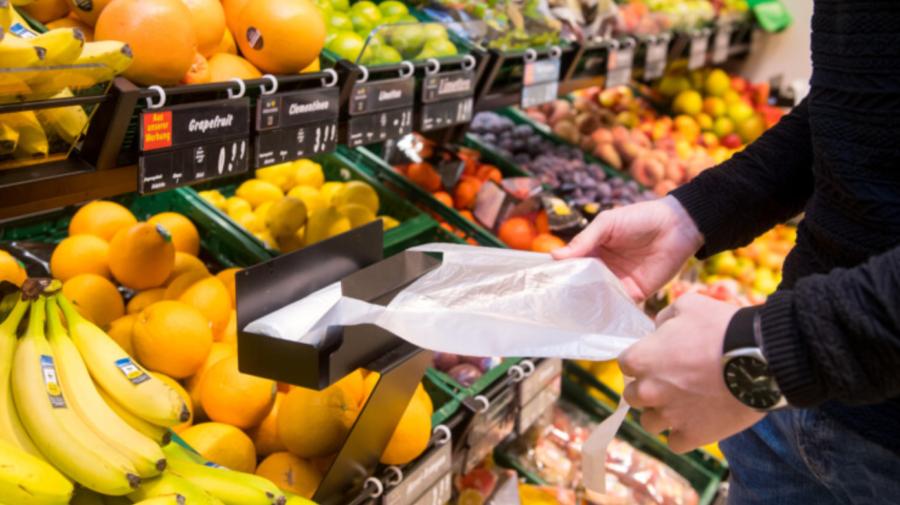 Fără ambalajele din plastic pentru fructe şi legume! Ce țară interzice acest lucru din 1 ianurie 2022?