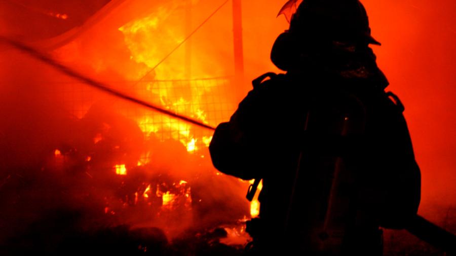 FOTO Incendiu la un cămin studențesc din Capitală! Patru echipaje de pompieri, la fața locului