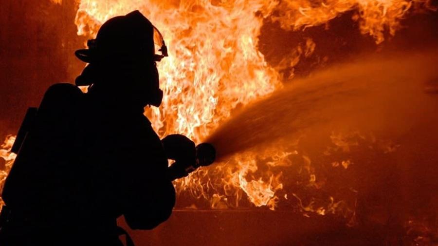 Incendiu în capitală! Arde o clădire de pe Ismail