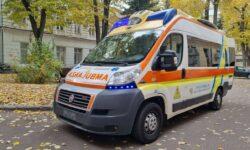 FOTO Municipalitatea a recepționat cele două ambulanțe promise de o regiune din Italia. Unde vor fi distribuite
