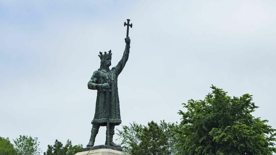 Monumentul lui Ștefan cel Mare și Sfânt, împroșcat cu verde de briliant. Poliția investighează actul de vandalism