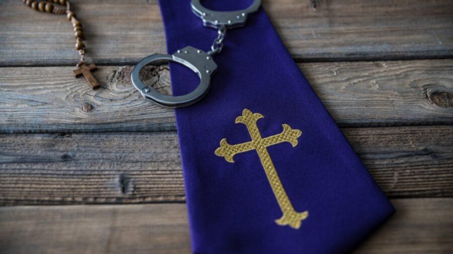 O investigație zguduie Biserica Catolică! Mii de pedofili – descoperiți în rândurile preoților francezi
