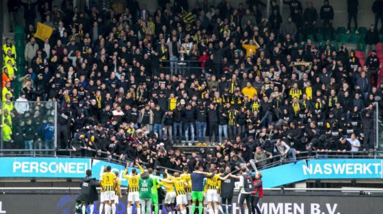 VIDEO Tribunele unui stadion s-au prăbușit cu tot cu suporteri la finalul unui meci