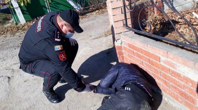 FOTO Salvat la timpul potrivit! Bărbatul a fost transportat la spital pentru îngrijiri medicale