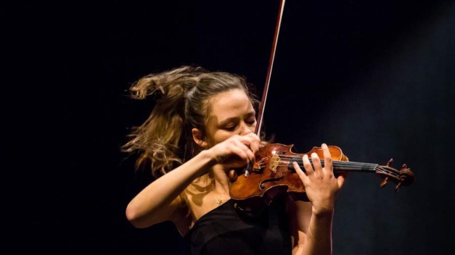 O violonistă celebră din Moldova ar putea fi cercetată penal pentru propria vioară! Vameșii, acuzați de eroare